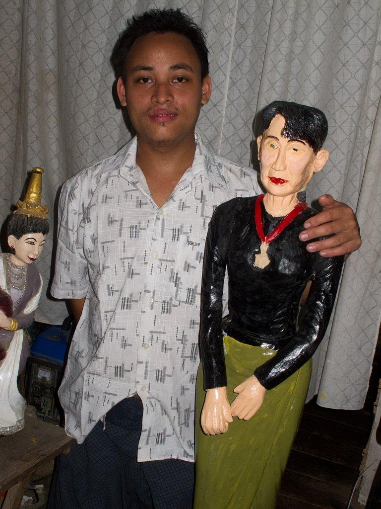 Sculptor & Aung-San-Suu-Kyi
