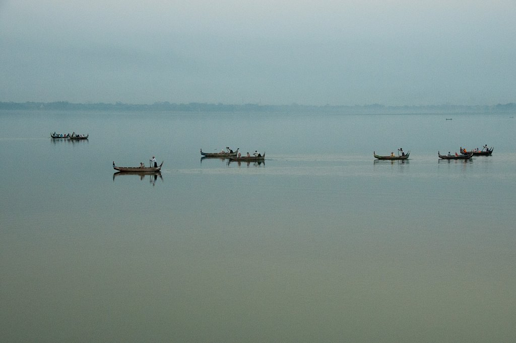 Taungthaman-lake